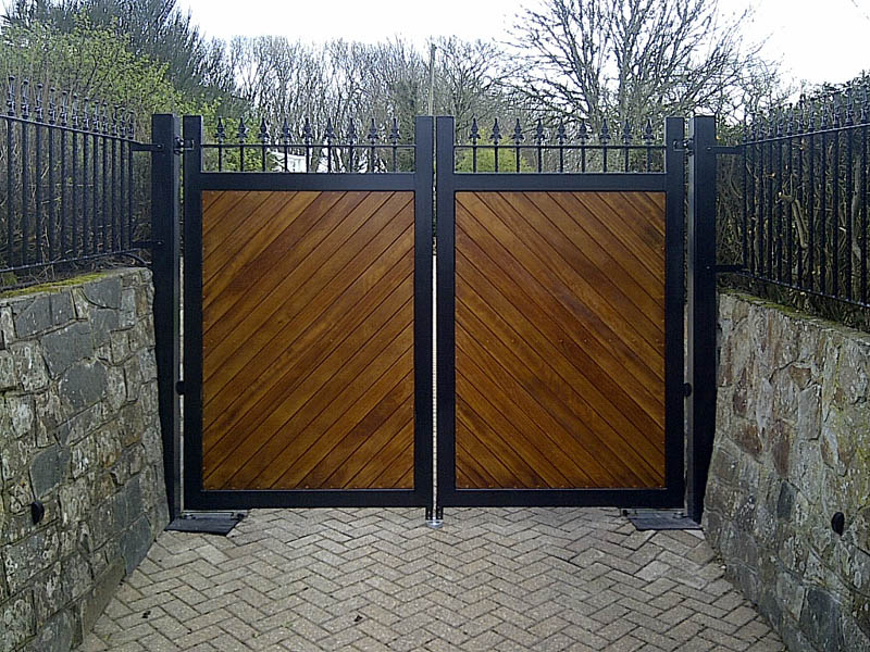 Westcountry Gates Automatic Electric Solar Aluminium